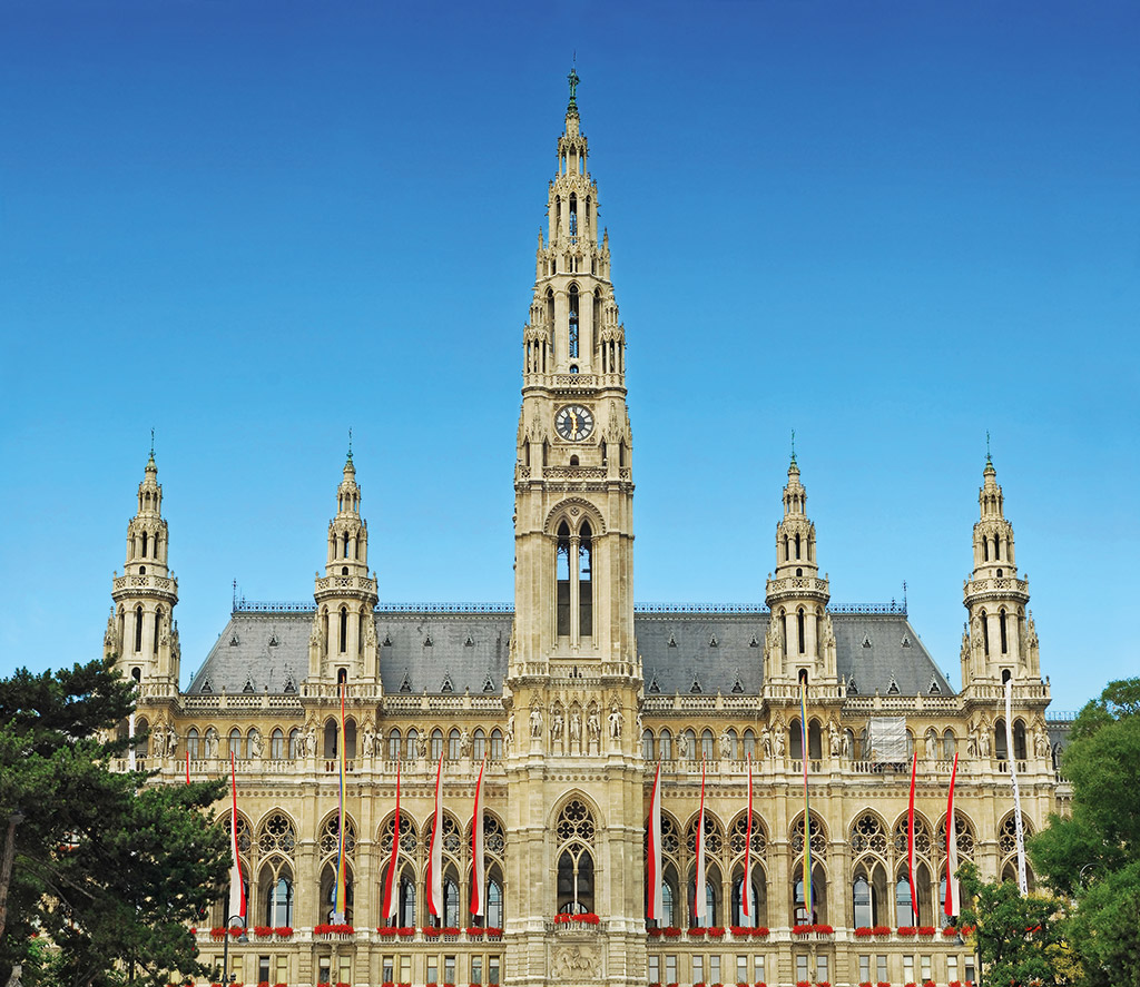 hole in one at the rathaus of vienna in city golf. Black Bedroom Furniture Sets. Home Design Ideas